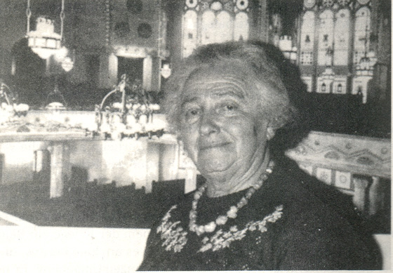 Fotografie: Thea Levinsohn-Wolf 1991 in der Essener Synagoge.