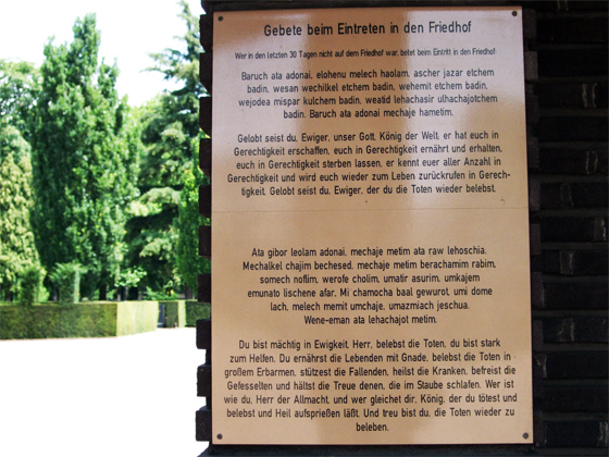 Photography: Prayer plaque at the main entrance in the Jewish cemetery at Eckenheimer Landstrasse.