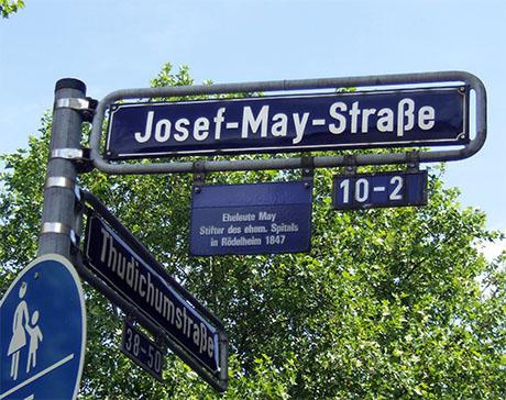 Fotografie: Straßenschild in Rödelheim zur Erinnerung an Joseph und Hannchen May.
