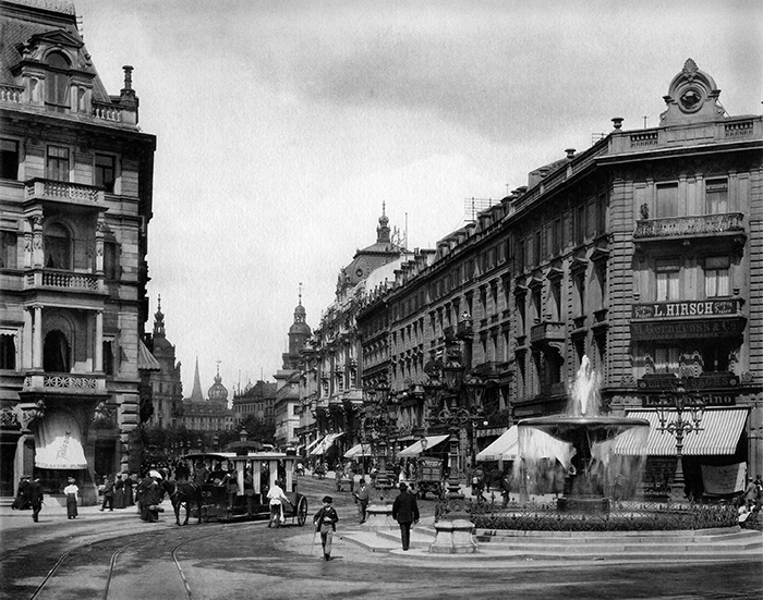 Photography: Frankfurt am Main: View from Kaiserplatz in the Kaiserstrasse toward the north-east in the direction of Rossmarkt (Junghaendel 1898). House at Kaiserstrasse 11.