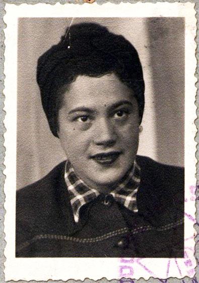 Fotografie: Irene Ilse Ettlinger / 1946, Ausweis der Jüdischen Gemeinde Frankfurt am Main.