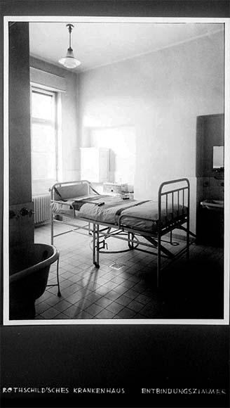 Fotografie: Rothschild'sches Hospital, Entbindungszimmer, um 1932.