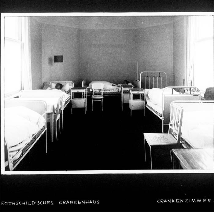 Fotografie: Rothschild'sches Hospital, Krankenzimmer, um 1932.