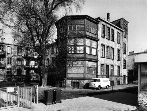 Fotografie: Teilansicht des ehemaligen Gumpertz'schen Siechenhauses, 1975.